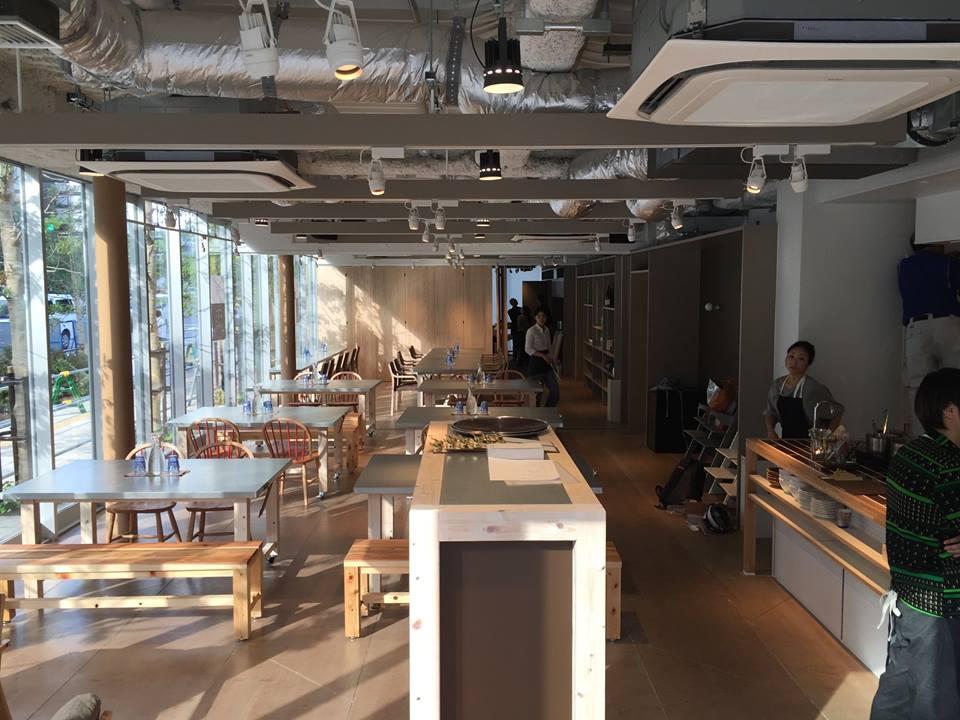 オープン直前のCafe & Hall Ours (アワーズ)。